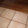 Бездоганна укладання кахельної плитки на дерев'яну підлогу