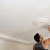 Як побілити стелю в кімнаті самому: докладна інструкція