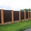 Як побудувати паркан з профнастилу з цегляними стовпами?