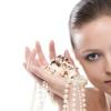 Як правильно носити перли?