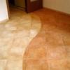 Як зонувати простір, використовуючи комбіновані підлоги в прихожей?