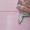 Яким повинен бути клей для стельової плитки