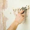 Клеїмо шпалери на стіну, пофарбовану емалевою фарбою