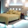 Красиве і комфортне освітлення спальні без люстри