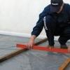 Чи можна здійснити вирівнювання підлоги під ламінат своїми руками?