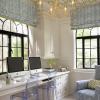 Шпалери для стелі: різновиди, дизайн і особливості поклейки
