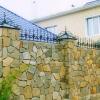 Особливості зведення парканів з каменю