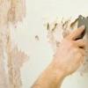 Як клеїти шпалери на фарбу: варіанти і способи