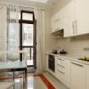Штори для кухні з балконними дверима: максимальний комфорт при стильному дизайні