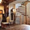 Прагнення вгору або дерев'яні сходи в будинку