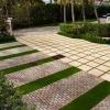 Послужливий невидимка або використання скла в облаштуванні садових доріжок