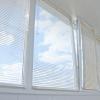 Жалюзі на балкон: оригінальний і практичний варіант оформлення