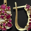 Золоті сережки: прикраси з рубіном